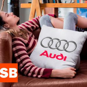 подушка с логотипом Ауди